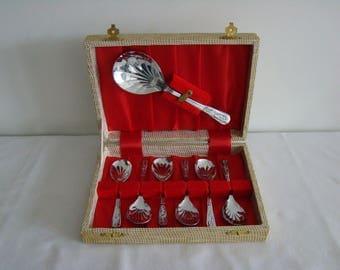 Vintage shell shaped spoon set in presentation box.
