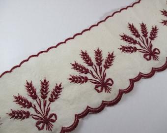 Lace Ribbon, fireplace, shelf, model ear of corn, Burgundy colors.
