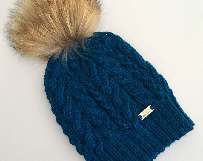 Hat woman cable 100% Merino and removable tassel