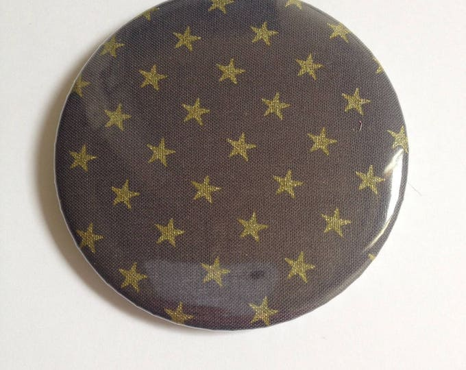 Badge fabric Magnet size 58: color ink and star gold.