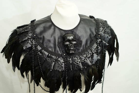 Gothic Black pvc leather collar Cape with coquefeathers / black skull skull collar made of synthetic leather with springs