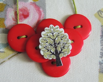 Necklace made with buttons nature themed - tree