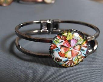Flower cabochon bracelet
