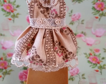 Very Pretty Petite Blythe Doll Dress