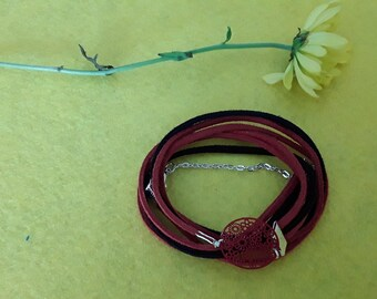 Bracelet wrap suede and red and black filigree