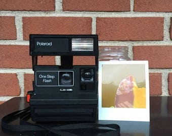 WORKING TESTED CLEANED Vintage Polaroid One Step Flash 600 Instant Film Camera