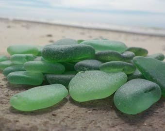 "50 pcs Bulk Kelly Green Genuine Sea Glass -0,6-0,8""- Jewelry Quality-Glass Home Decor#51B#"
