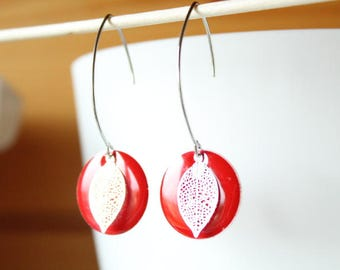 Elegant sequin red enamel passion and silver filigree leaf earring