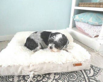 Pet pillow with washable cover, dog bed, cat bed, daisies printed, fake fur.