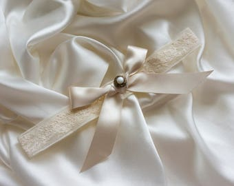 Ivory French Lace Bow and Pearl Garter, Wedding Garter, Bridal Garter, Garter Toss, Wedding Day, Ivory Garter, Lace Garter, Satin Bow Garter