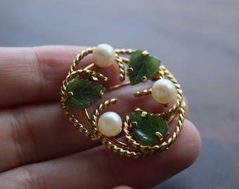 Vintage Cultured Pearl and Carved Jade Leaf Gold Retro Brooch
