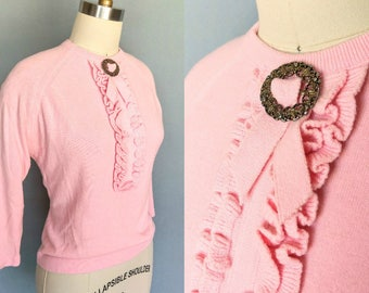 tea time / 1960s pink ruffle front sweater / large xl
