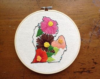 Michigan Outline with Flowers Hoop