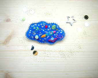 "This brooch embroidered ""head in the stars"""