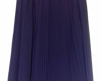 Deep purple pleated skirt - size 14/16