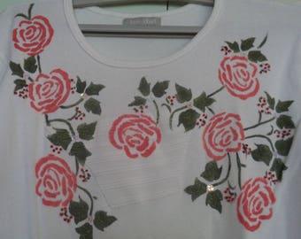 t shirt blanc manches longues avec des roses peintes  au pochoir taille xl