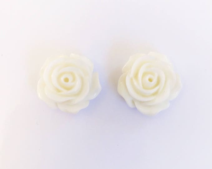 The 'Lizzy' Flower Earring Studs