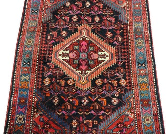 Authentic Persian rug Handmade wool size 155cmx115cm.