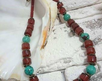 Set of jewelry made of carnelian and turquoise. Комплект украшений из сердолика и бирюзы.