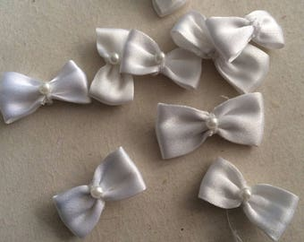 Small bow tie 27mm with a small Pearl in the Middle