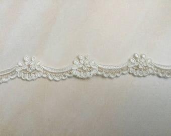 High quality 2.5 cm wide ecru color lace