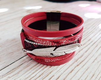 Mutlirang red and silver feather bracelet
