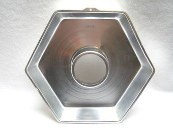 Wilton Hexagon Cake Pan #502 305 1973
