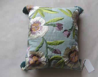 "Embroidered cushion ""Solal"" linen, back green raw linen, 44 x 36"