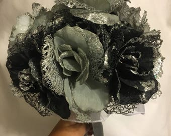 Black and silver bridesmaids bouquets