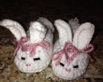 Crochet bunny baby booties