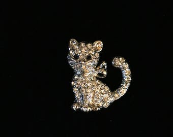 A small vintage cat pin brooch, set with rhinestones, white metal, c1980s; costume jewellery; vintage brooch; vintage costume jewellery