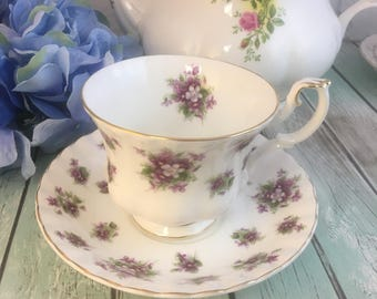 Sweet Violets Hampton Shape Royal Albert Tea Cup and Saucer Fine Bone China Vintage England Made Lovely Gold Trim