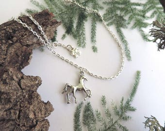 Silver ankle Bracelet: silver plated horse and bow.