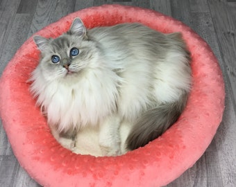 Cat bed | Peach and white minky cat - kitten - dog bed | Soft and cozy pet bed | Dryer proof |