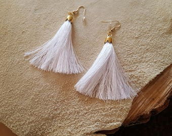 Tassels earrings in white and dark brown