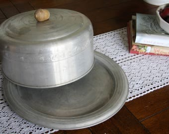Vintage, Cake Carrier with Wooden Acorn Pull by West Bend