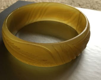 Bakelite/Plastic Bangle Bracelet