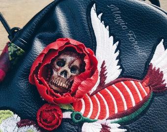 Skull brooch, Skull and Roses Necklace, Fantasy Pendant, Halloween necklace, Rose Necklace,Halloween brooch,Gothic skull and rose
