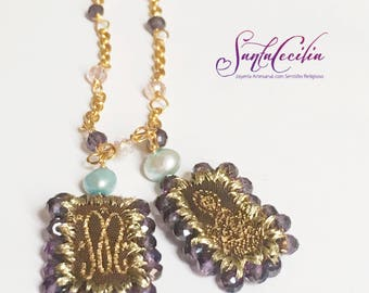 Scapular chain and glass