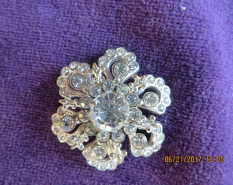 Vintage Costume Brooch - Beautiful Flower design simple and clean Rhinestone