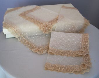 Shabby chic beige tulle and lace ivory centres set