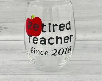 Retired teacher wine glass, teacher retirement gift, retirement gifts, teacher wine glass, Teacher Appreciation Gift, End of School Year