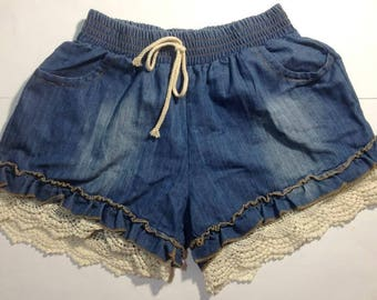Denim shorts with a knitted border