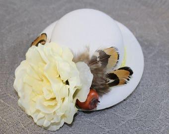 "Headpiece/Fascinator hat ""White Lady"""