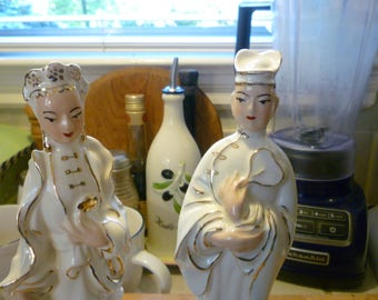 pair of vintage Asian figurines, gold and white clothing, beautiful