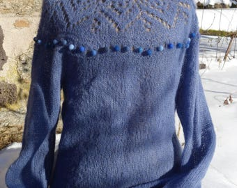 Pullover neckline lace and felt beads