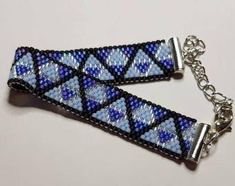 Bracelet weaved in pearls Miyuki blue and black triangle