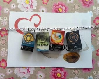 Divergent mini book bracelet - insurgent - cover in Italian