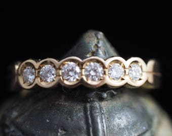 Halfhoop Ring with 6 Diamonds
