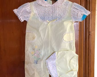 Vintage embroidered jumper with matching bonnet 0-6 months